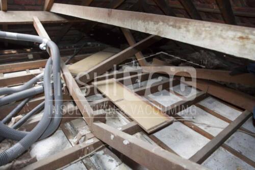 007 02 Insulvac - Ceiling Vacuum